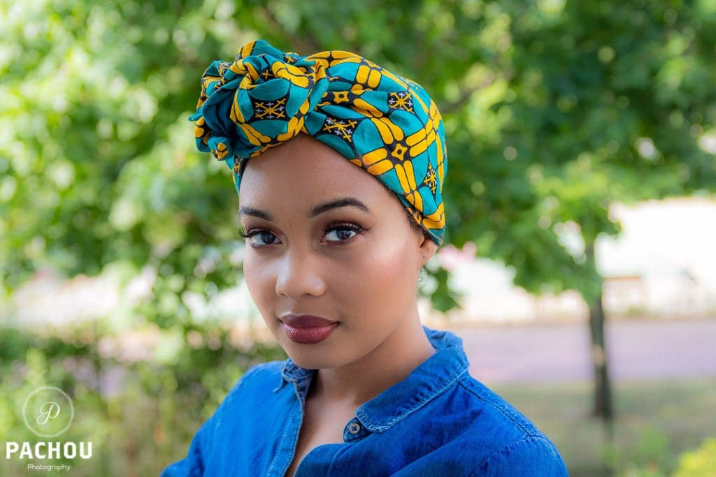 Mind & Beauty - Headband bleu porté par Miimy