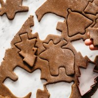 These Healthy Gingerbread Cookies Are Anti-Inflammatory & Taste Better Than Sugar-Filled Ones