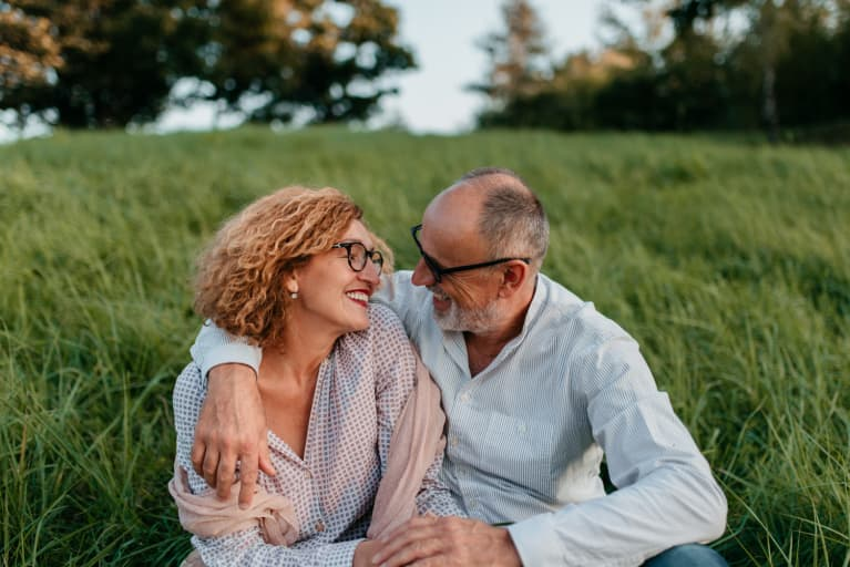 15 Ways To Make Your Wife Happy (Backed By Experts & Science)