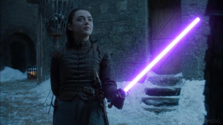 Arya Stark con spada laser