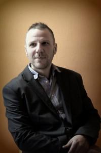A BeszélgESsTÉK házigazdája Kadlecsik Zoltán evangélikus lelkész, mentálhigiénés szakember.