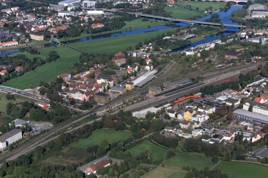 Das Grundstück nordwestlich des Bahnhofes könnte für die Veranstaltungsarena infrage kommen. Archivfoto: Edwin-Dodd.com