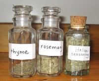 bulk spices in jars www.mindfulmomma.com