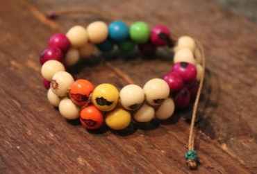 Global friendship bracelet via mindfulmomma.com