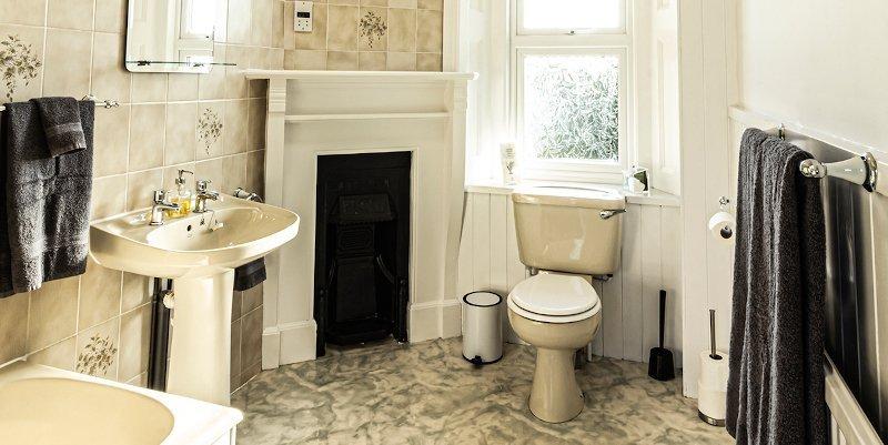 Wight bathroom suite