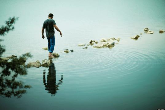 camminare-acqua