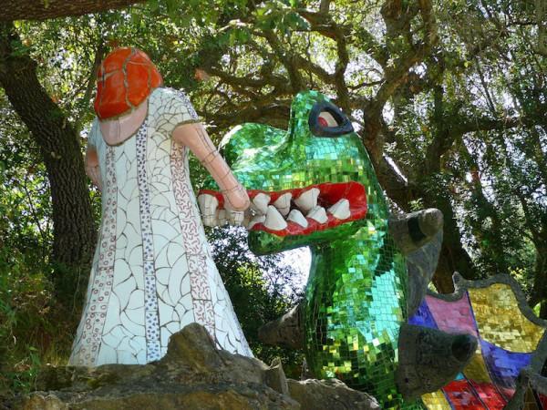 tarot - strenght: nikki de st phalle - dragon - juvaniphoto
