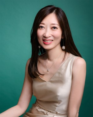 Female Psychiatrist - Dr Chan Man Lui, Doris - Passport Photo 1