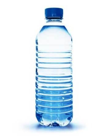 Пластиковая бутылка с водой