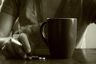 Сигарета, кофе и таблетки