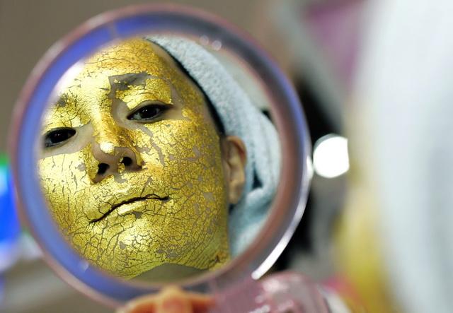 Маска из золота компании UMO, из 24 каратного золота с Gamma PGA, для осветления, увлажнения и повышения тонуса кожи лица
