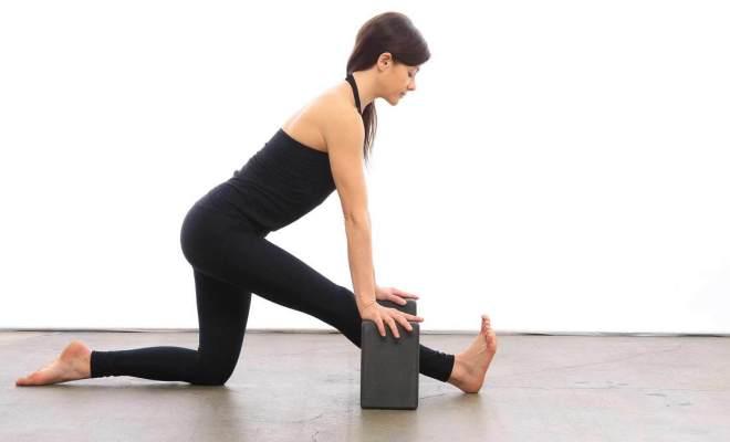 Asanas of Yoga - Kind of figure - Posture sitting - Dandasana 3