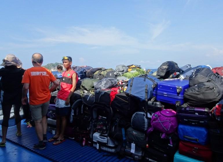 Lagerung des Gepäck auf der Fähre nach Koh Lanta