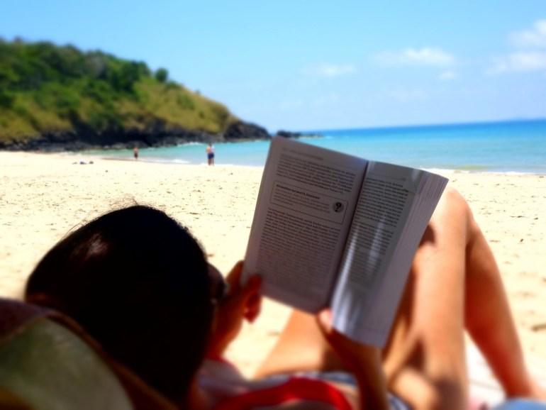Lesen am Strand Klong Jark Beach
