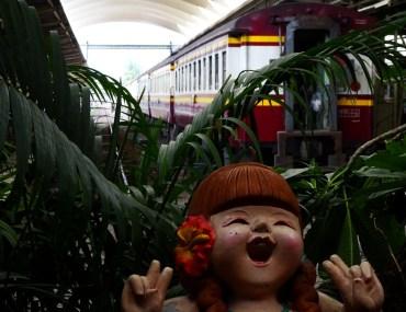 Bitte Lächeln im Hauptbahnhof Bangkok