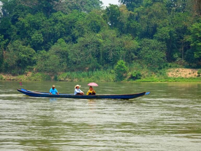 Locals auf dem Mekong im Boot