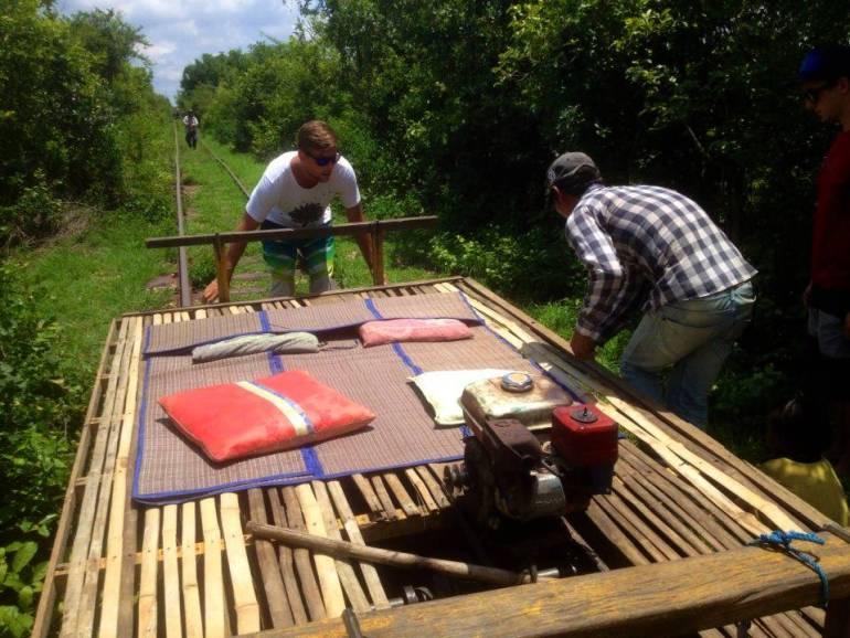 Bambuszug Battambang von der Strecke nehmen