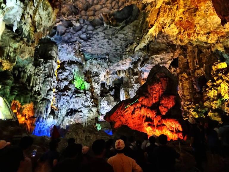 Höhle Halong Bay