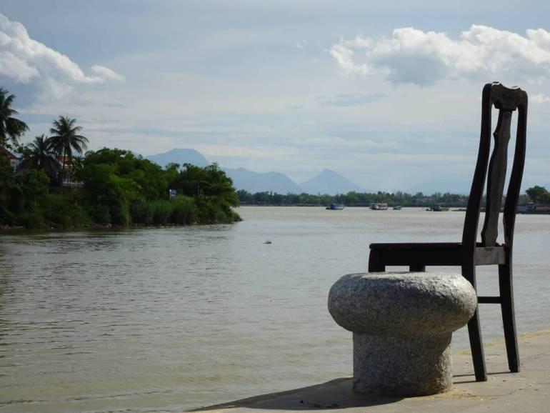 Stuhl am Flussufer Hoi An