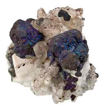 Cristal de Bornita iridiscente en Calcita