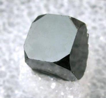 Cubo de Bixbyita modificado