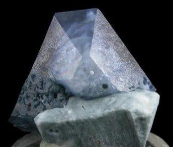 Cristal de Benitoita Triangular