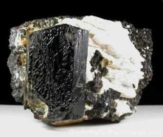 Ferro-edenita negra