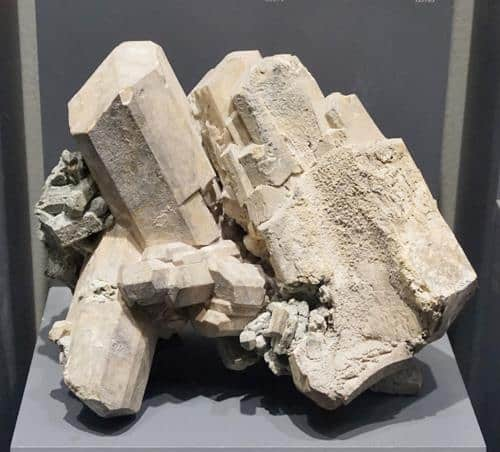 Cristales de meionita gigantes