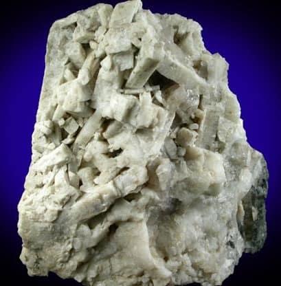Racimo de cristal de meionita blanco