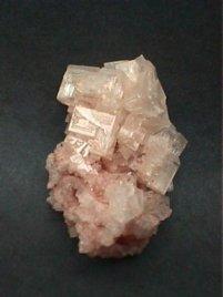 Cristales de tolva halita rosa