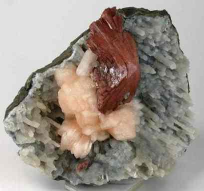 Heulandita roja con estilbita