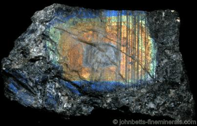 Cristal excepcionalmente grande de Labradorita