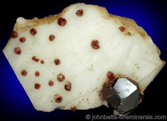 Granate de Spessartita en Microclina