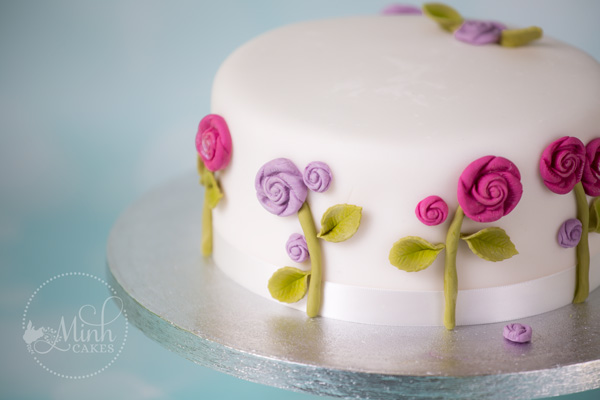 Basic cake class  perfect beginner cake course    Minh Cakes Zurich Do you dream of making beautiful cakes  Do you wonder how to achieve those  even layers  and that smooth sugarpaste covering  Then our Basic cake class  is