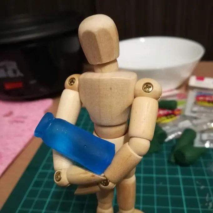 レジンで牛乳瓶を作ります。②お湯まるで型を作りレジンを流し込みます。UV cure resin  Milk bottle