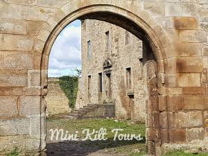 Lallybroch 300x225 - The Lass In A Mini Kilt and Boots gives Outlander Tours