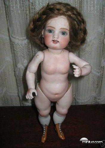 very_Weird_doll_thumb