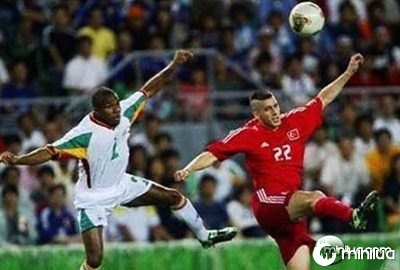 football-players-leap-in-unison-funny-pic