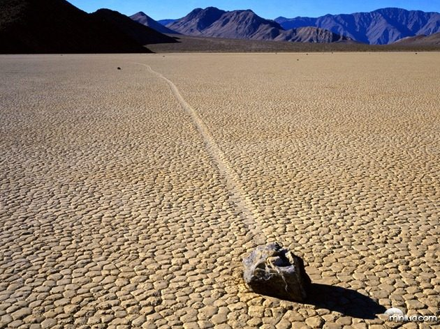 Racetrack_Playa,_Death_Valley,_large1