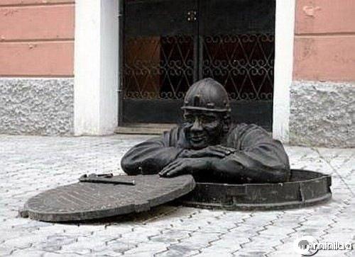 funny-Unexplainable-Statues-1