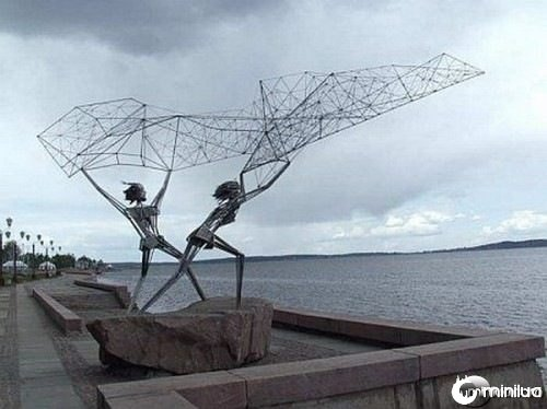 funny-Unexplainable-Statues-9