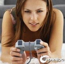 0325_woman-video-gamer_390x220