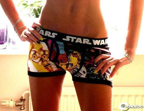 hot-chick-in-star-wars-boxers