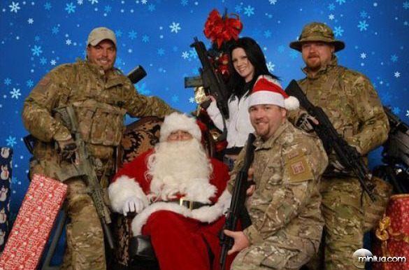 weird_christmas_photos_640_28