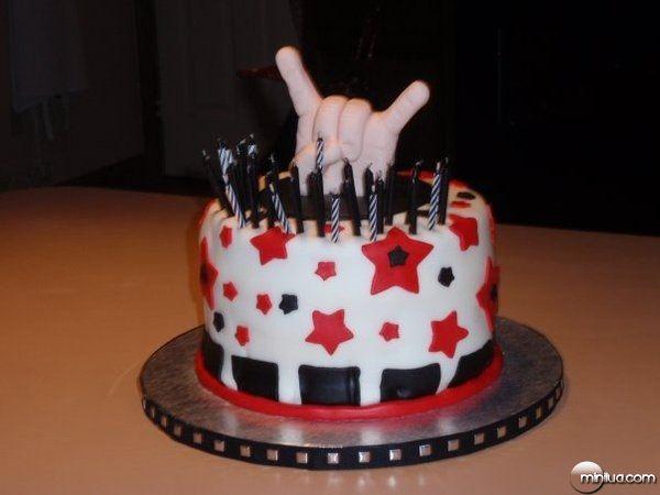 rock_on_cake_by_pinkshoegirl