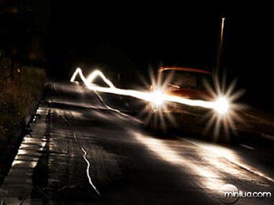 carro-na-estrada-e-luz-dos-farois-ef62d