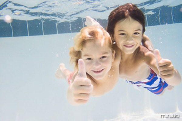 Criancas-pequenas-podem-praticar-natacao