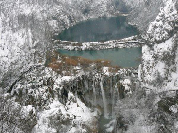 6343832-plitvice-plitvicka-lakes-in-winter-croatia