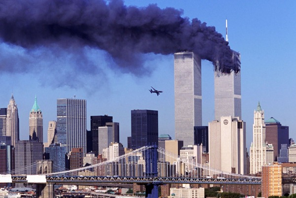 Just-before-the-second-airplane-crashes-to-the-World-Trade-Center-New-York-11-Sept-2001-2