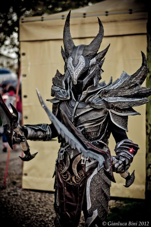 cosplay_dovahkiin_daedric_full_armor_from_skyrim_by_zerios88-d5ruuxh